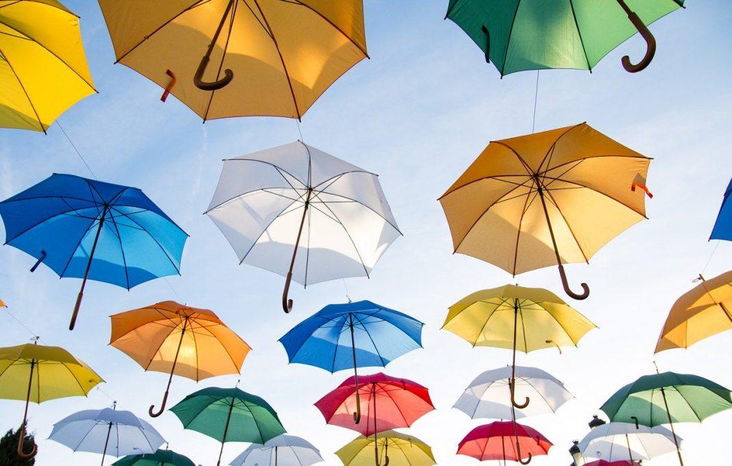 Vittoria e i suoi ombrelli sospesi